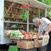 Чтобы сдержать цены, мэрия расширяет уличную торговлю. Список бесплатных мест для сельхозпроизводителей